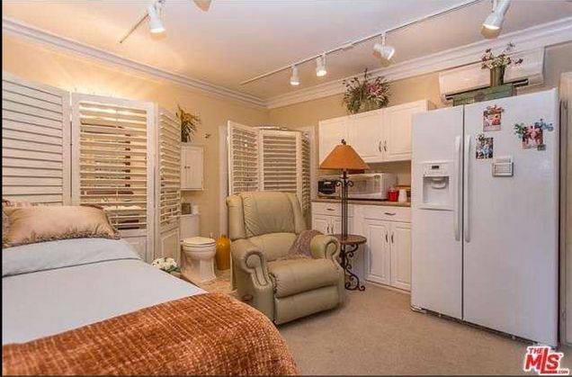 dolly-parton-bedroom