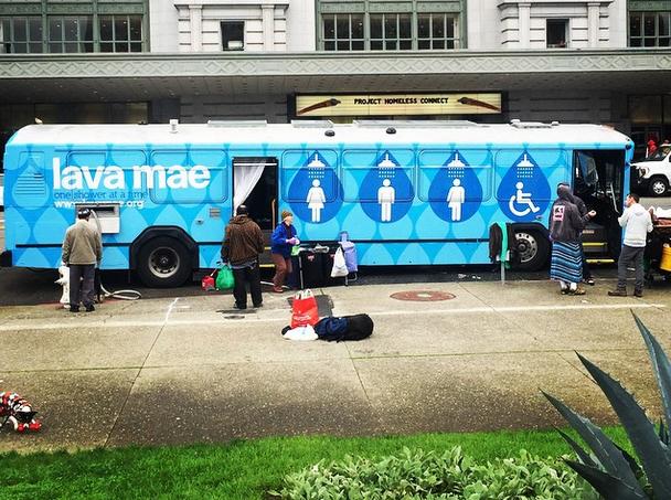 lava-mae-bus-shower