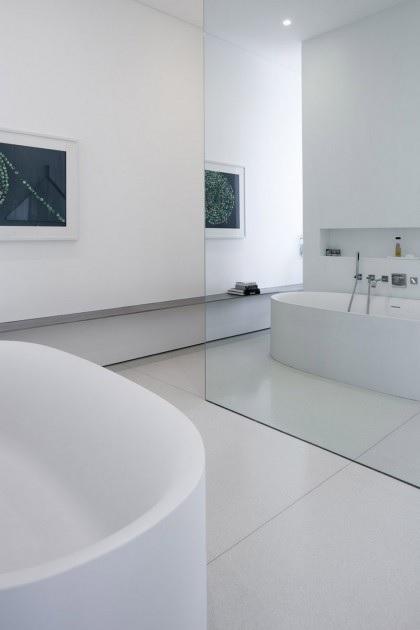 mirror-bathroom-divide