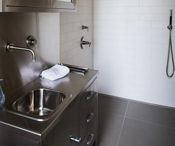 stainless-steel-bathroom-spashback