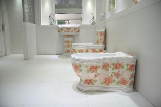 classic-art-ceramics-flower-toilet