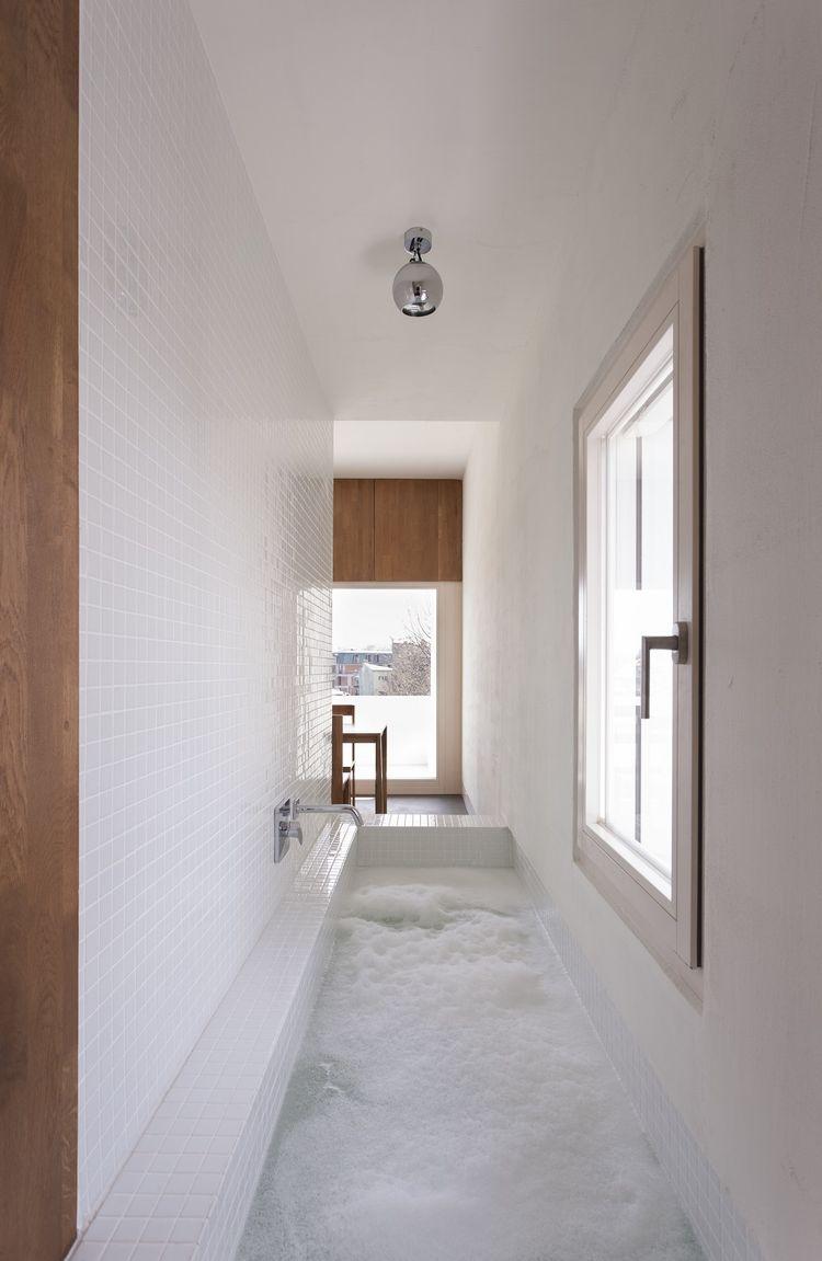 narrow-sunken-bath