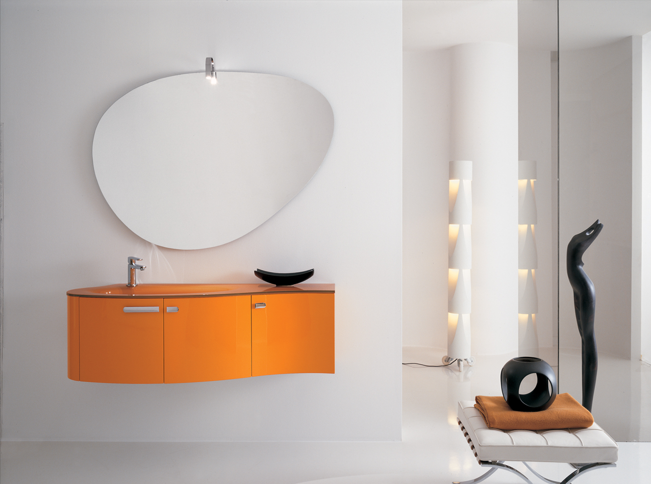 luna-orange-bathroom