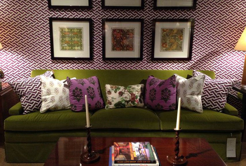 green-sofa-purple-wall