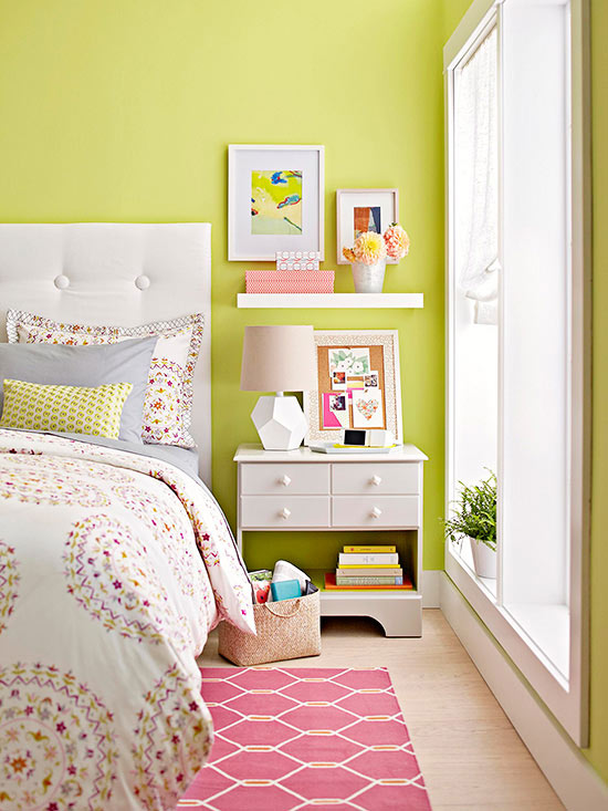 small-bedroom-with-shelves
